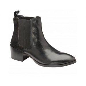 Ravel Saxman Women's Chelsea Boots